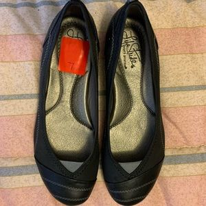 Size 7 black and grey life stride flats